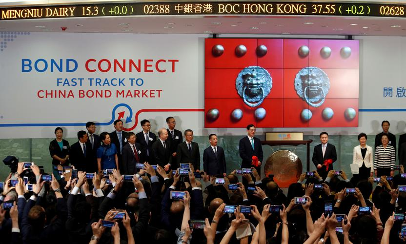 Officials launch the Bond Connect program in Hong Kong, July 2017. REUTERS/BOBBY YIP